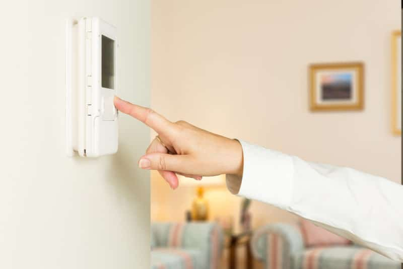 3 Thermostat Problems That Make Your Home Feel Uncomfortable